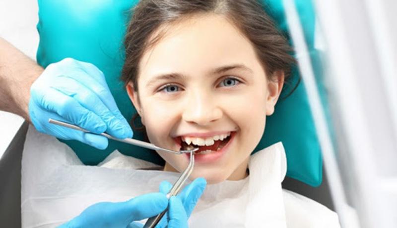 Phụ huynh nên cho trẻ đi niềng răng sớm để tránh những trường hợp về răng miệng