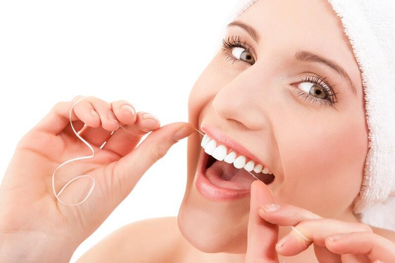 Bệnh nhân cần vệ sinh răng miệng sạch sẽ tránh tình trạng sưng lợi