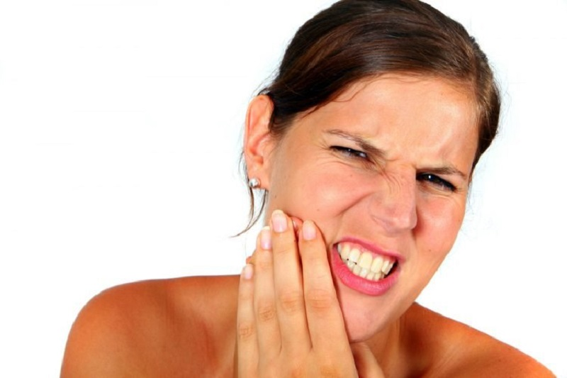 Áp xe răng khôn ngoài việc gây đau đớn còn kéo theo rất nhiều tác hại cho bệnh nhân