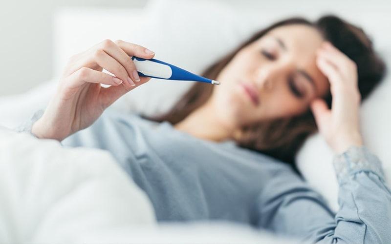 Tình trạng nhiễm trùng sẽ khiến người bệnh bị sốt cao