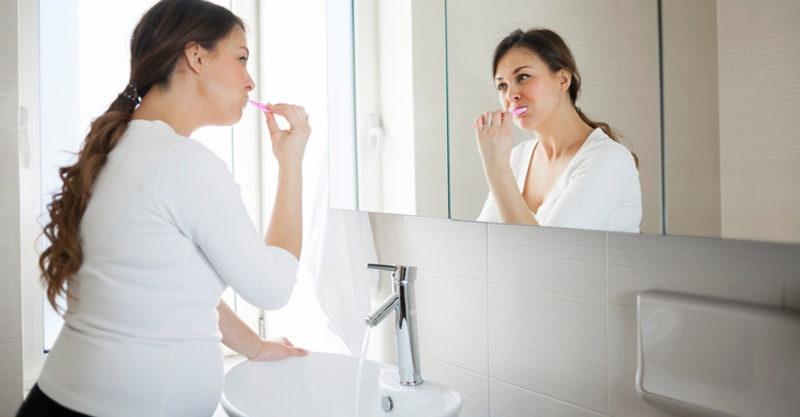Bà bBà bầu bị viêm nha chu nếu vệ sinh răng miệng đúng cách sẽ giúp thuyên giảm tình trạng bệnh.ầu bị viêm nha chu nếu vệ sinh đúng cách