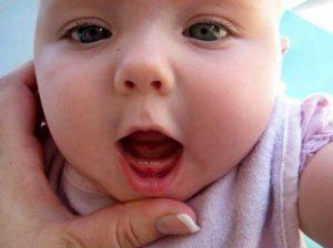 Bé 8 tháng chưa mọc răng có sao không và điều cha mẹ nên làm