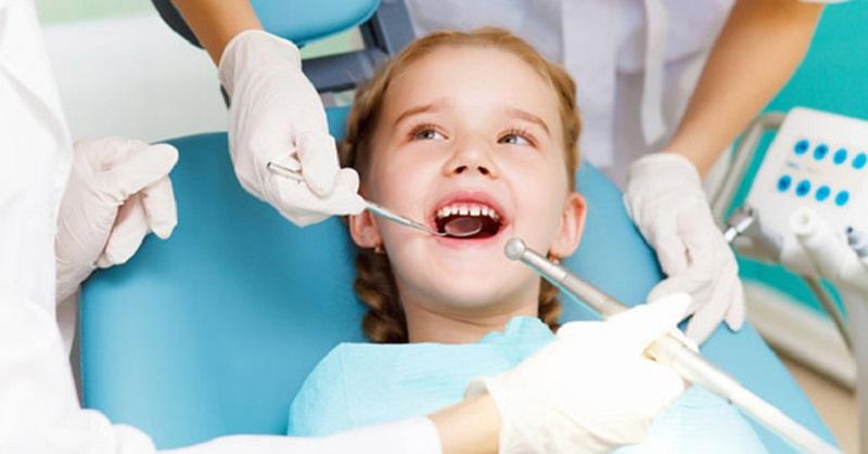 Bác sĩ sẽ chỉ định nhổ răng tại vị trí bị viêm nha chu trong trường hợp mô răng bị tổn thương nghiêm trọng