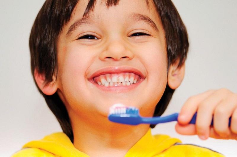 Rèn luyện cho con thói quen đánh răng ngày