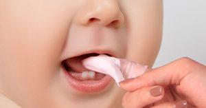 Nên sử dụng loại gạc rơ lưỡi nào cho trẻ sơ sinh và trẻ nhỏ?