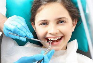 nhổ răng sữa lung lay