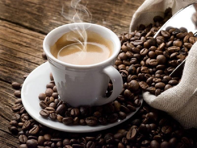 Cà phê sẽ khiến mão sứ bị xỉn màu và giảm tuổi thọ