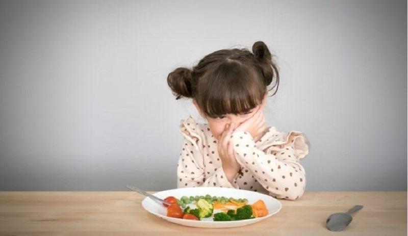 Cha mẹ cần kiểm tra răng miệng nếu trẻ bỏ ăn bất thường