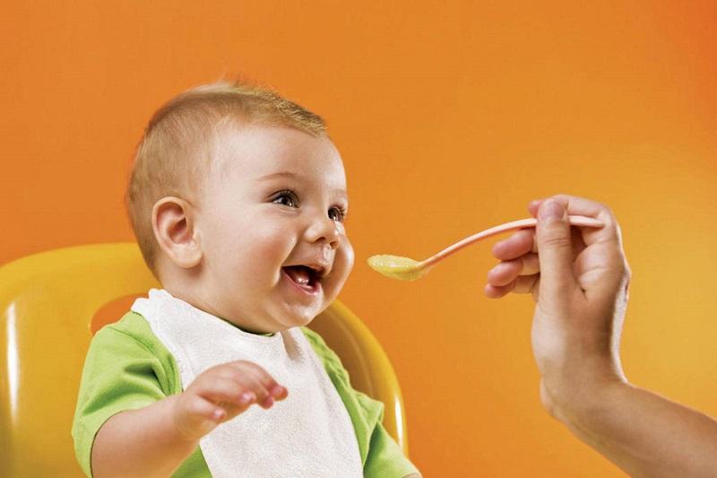 Chế độ ăn dặm vừa phải sẽ giúp cho bé có đầy đủ chất để cần thiết cho sự phát triển