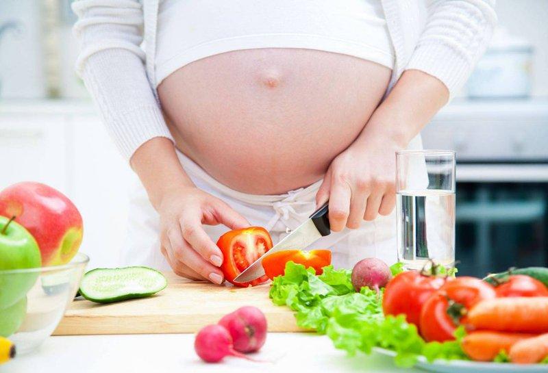 Ăn nhiều rau xanh cũng là cách hữu hiệu để cải thiện tình trạng tưa miệng khi mang thai