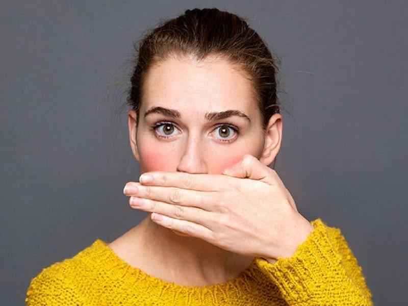 Hôi miệng cũng là một dấu hiệu thường thấy của tình trạng này