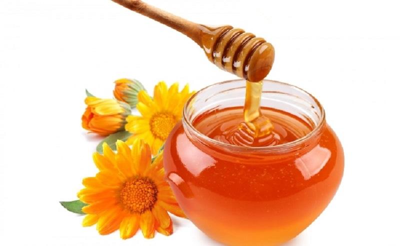 Mật ong là nguyên liệu có công dụng giảm sưng viêm hiệu quả