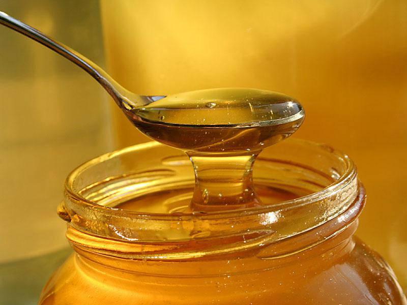 Mật ong cũng được nhiều cha mẹ sử dụng để rơ lưỡi cho bé