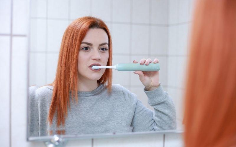 Người bệnh nên đánh răng đúng cách ít nhất 2 lần/ngày