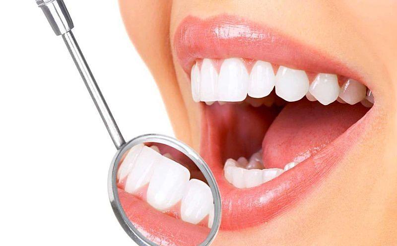 Bọc răng cả hàm giúp khắc phục tình trạng răng mọc lệch, răng xấu