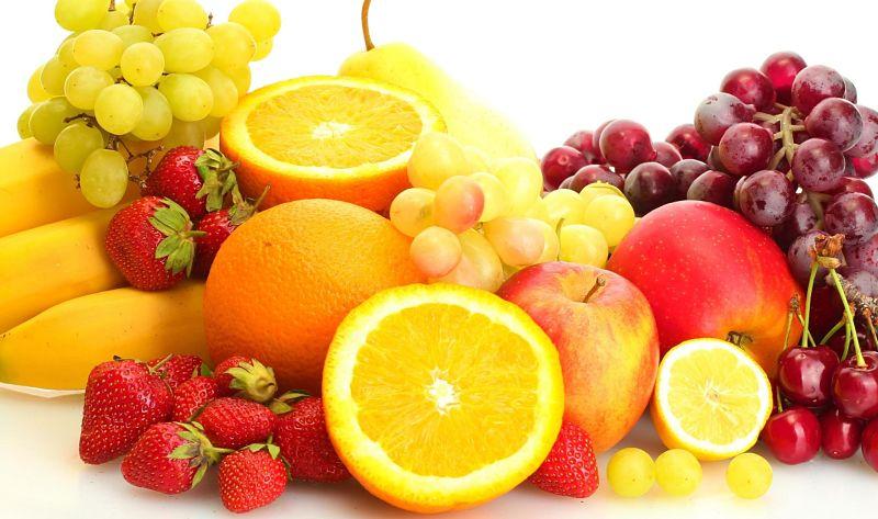 Bạn nên bổ sung nhiều trái cây, rau xanh tốt cho răng miệng sau khi bọc răng sứ