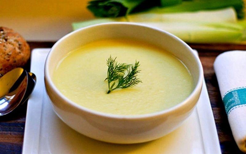 Sau khi bọc sứ răng cửa, bạn nên sử dụng các loại thực phẩm mềm như cháo, súp