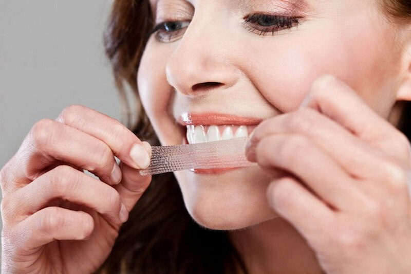 Miếng dán trắng răng giúp bạn cải thiện hiệu quả các vệt ố màu kém thẩm mỹ trên răng