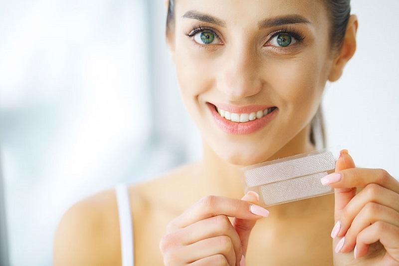 Miếng dán trắng răng chỉ phát huy hiệu quả với những trường hợp răng mới bị ố vàng