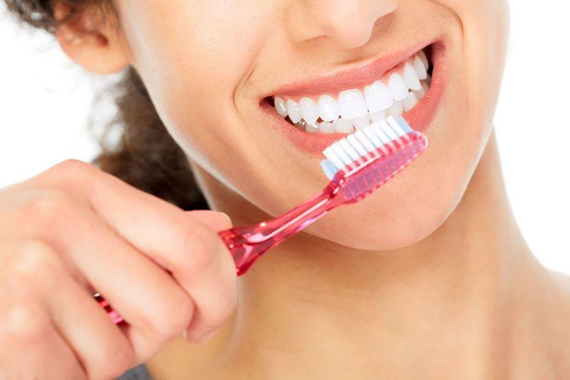 Bạn cần chải răng đều đặn hàng ngày để bảo vệ răng