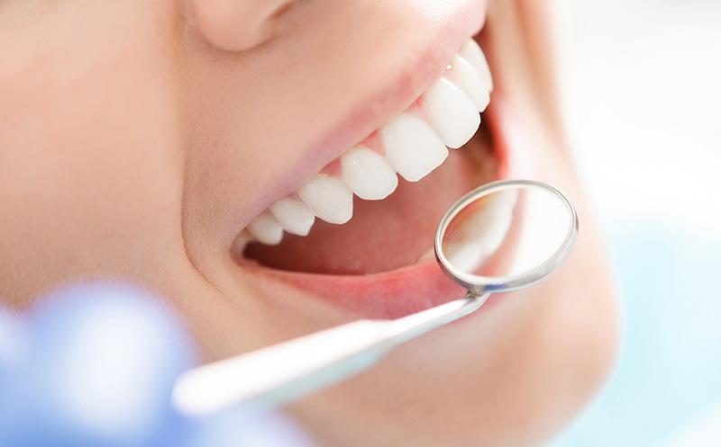 Bạn nên chọn địa chỉ nha khoa uy tín để thực hiện dán răng