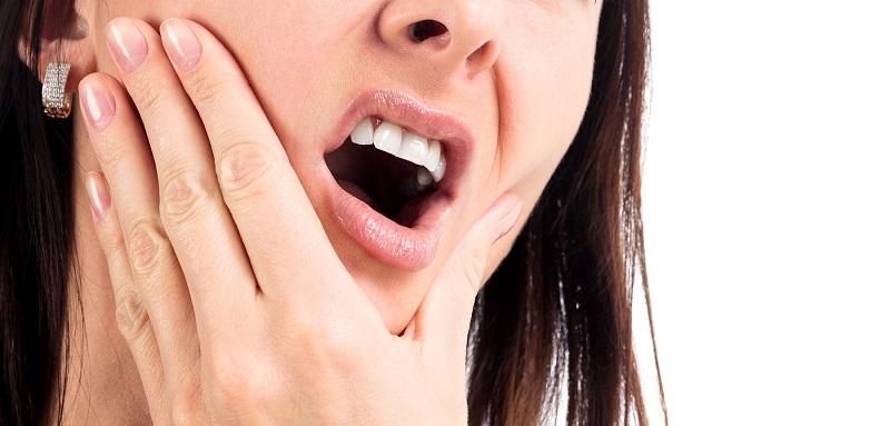Hiện tượng ê buốt chỉ kéo dài trong 24h đầu tiên sau khi gắn mão răng sứ