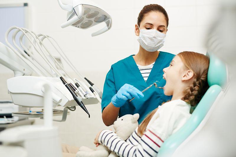 Lấy cao răng có được bảo hiểm y tế không là thắc mắc của nhiều người