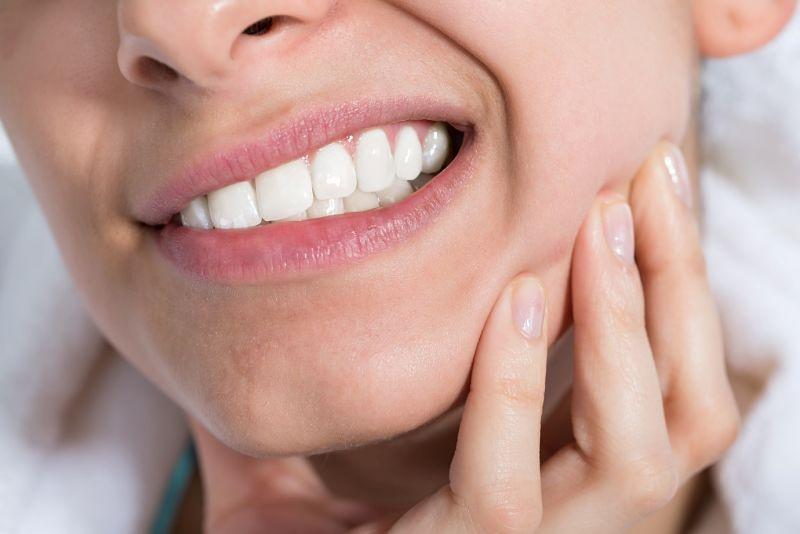 Thiểu sản men răng là nguyên nhân gây ê buốt sau khi cạo vôi răng