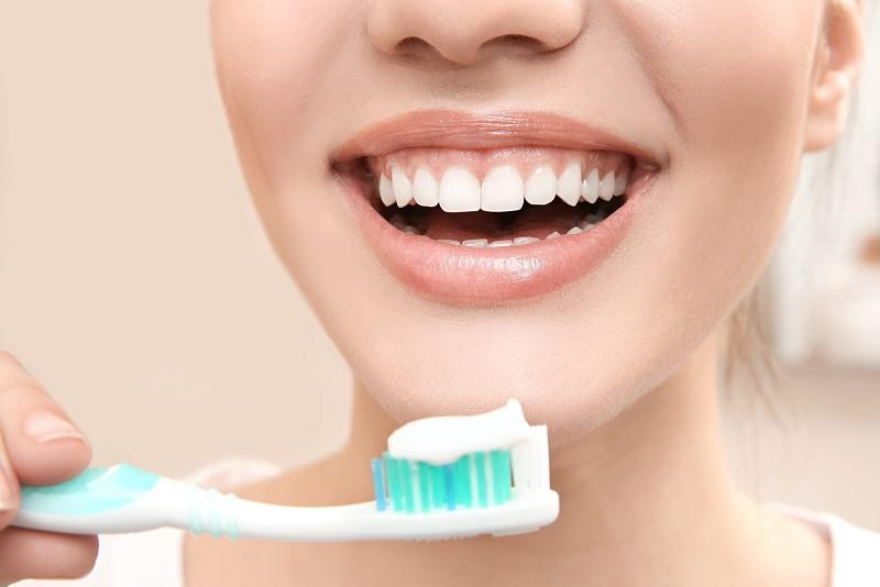 Bạn cần chải răng hàng ngày để giữ gìn vệ sinh răng miệng