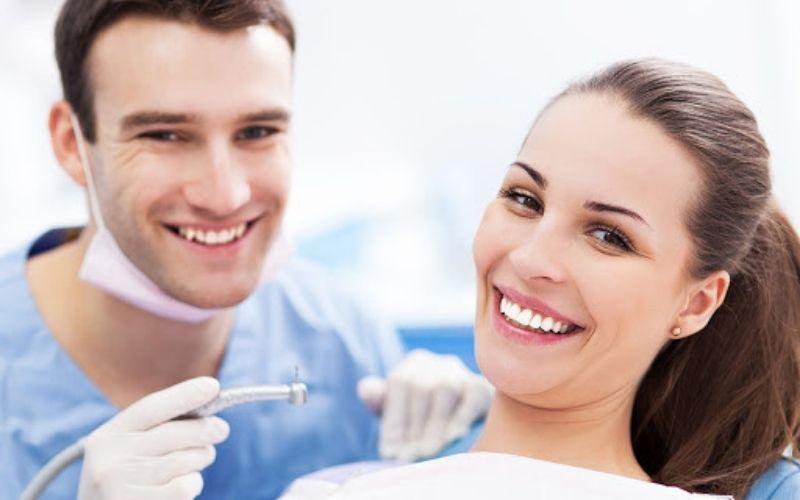 Kiểm tra răng miệng là bước quan trọng cần thực hiện khi muốn bọc sứ