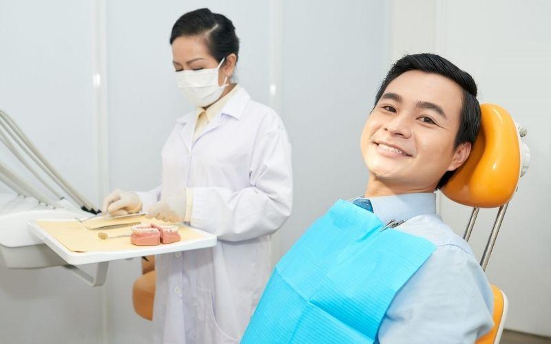 Trước khi bọc răng bạn cần thăm khám tình trạng răng miệng hiện tại