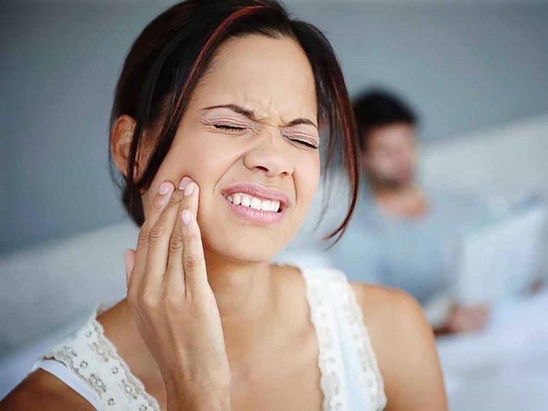 Hậu quả bọc răng sứ gây ê buốt