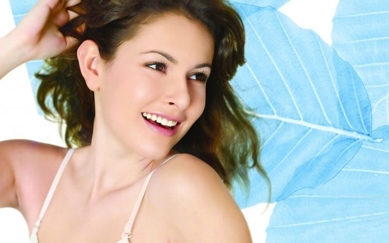 Bọc răng sứ giúp cải thiện tình trạng răng hô, móm nhẹ mang đến hàm răng đều và đẹp