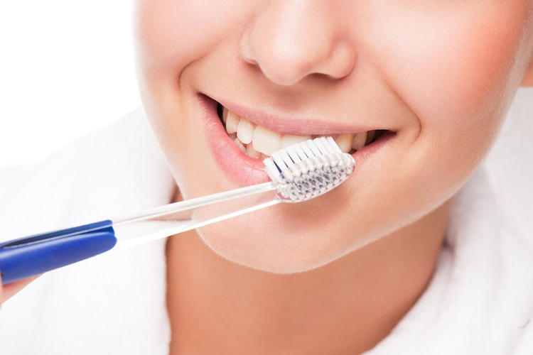 Lứa tuổi nào cũng nên chú trọng việc vệ sinh răng miệng hàng ngày