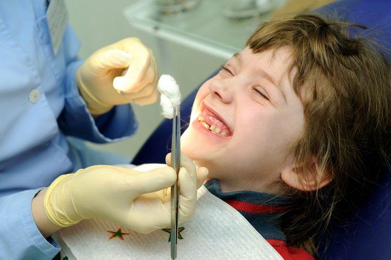 Chú ý chăm sóc trẻ sau nhổ răng